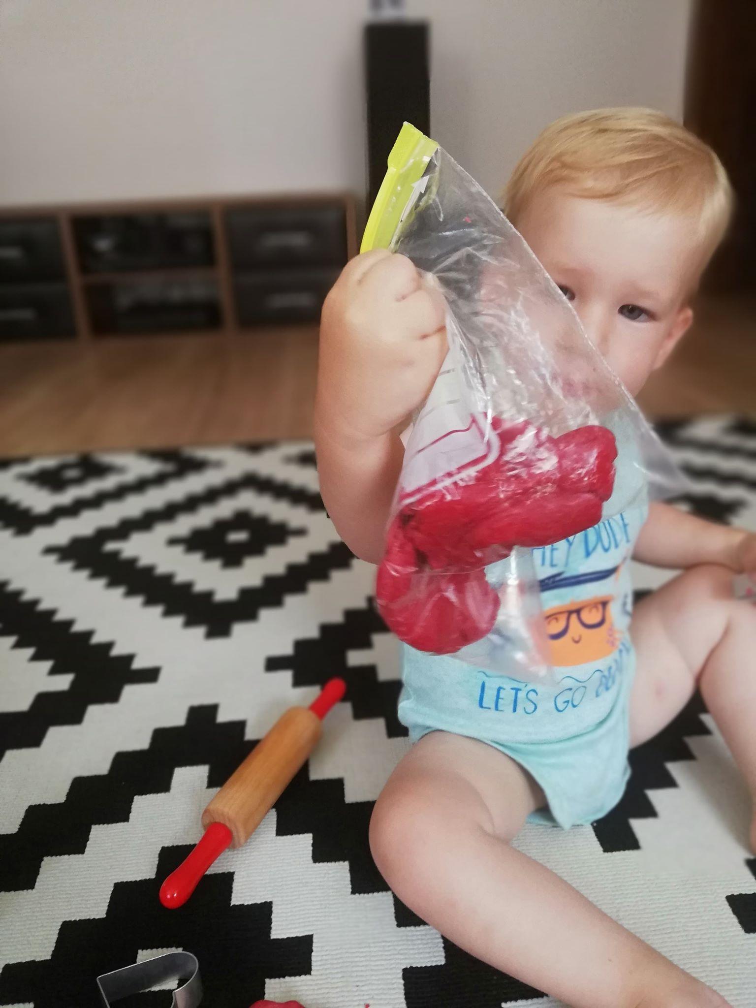 plastilina-homemade-playdough-depozitare