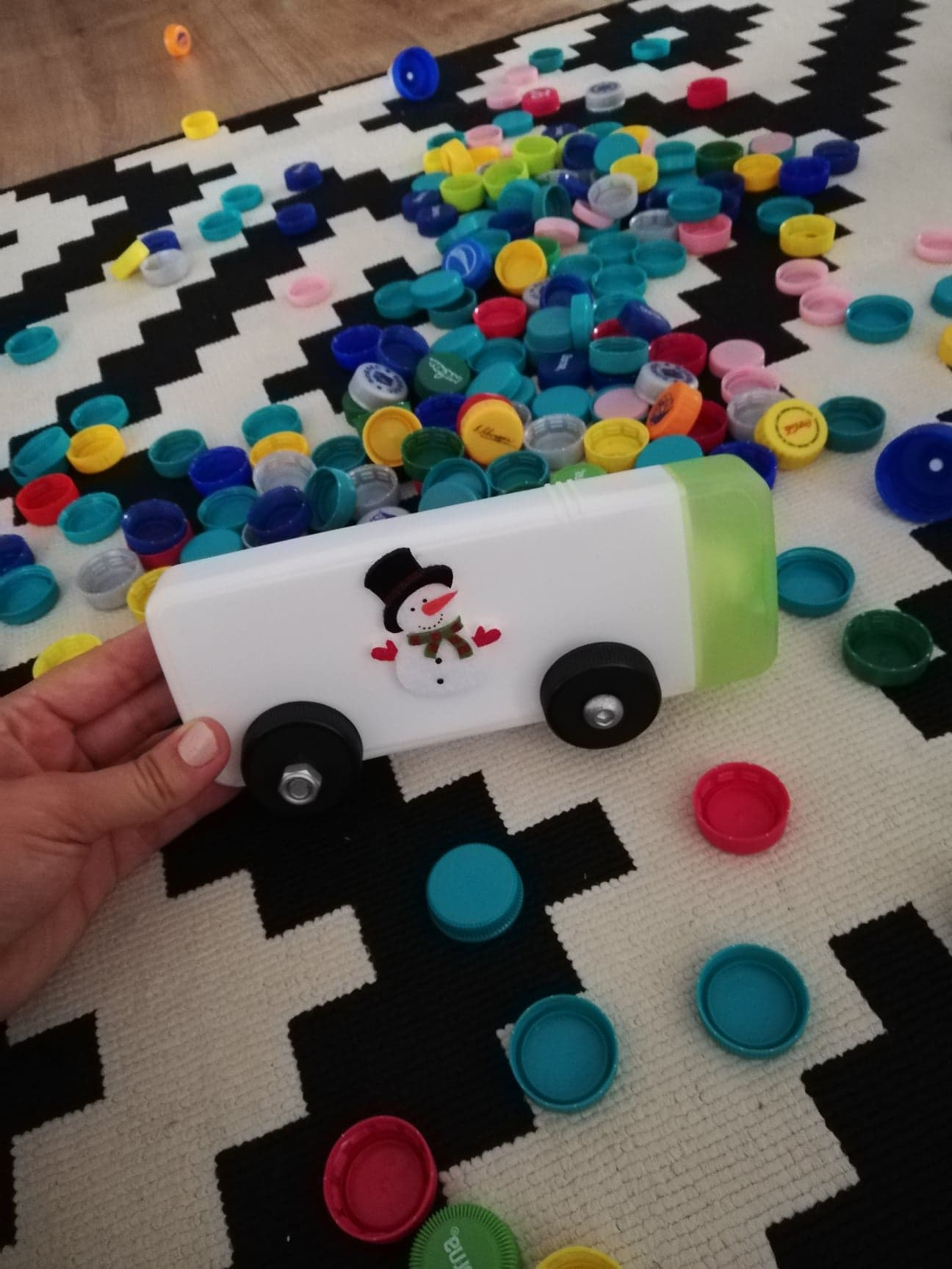 jucarii-homemade-din-capace-autobuz