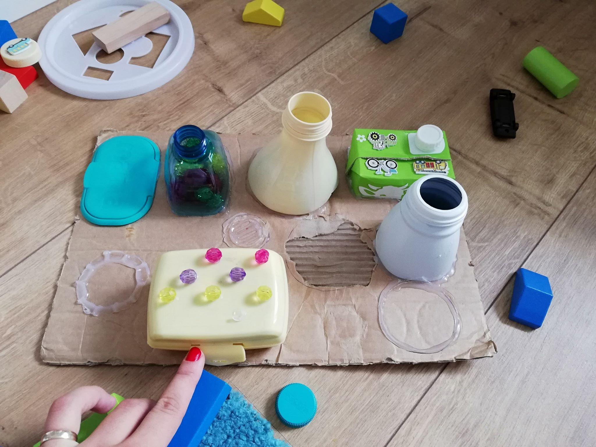 plansa-dezvoltare-motricitate-fina-homemade-toys