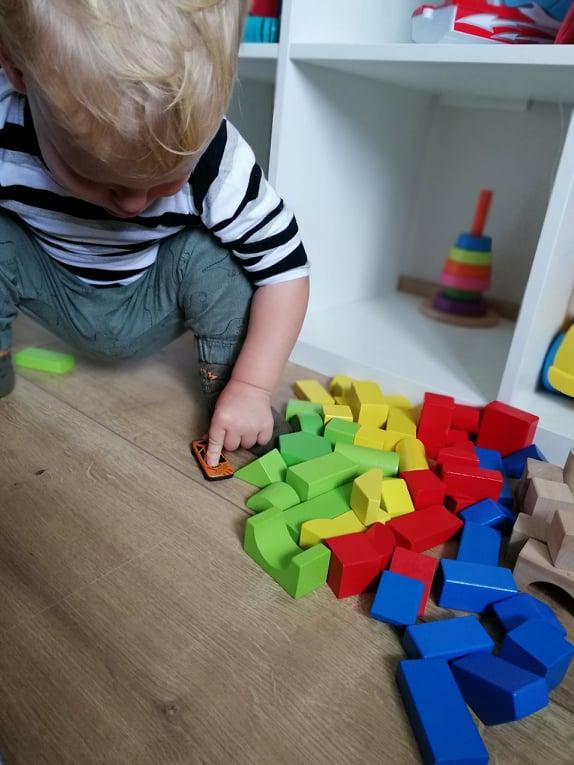cuburi-lemn-constructie-idei-cadou-copii-un-an