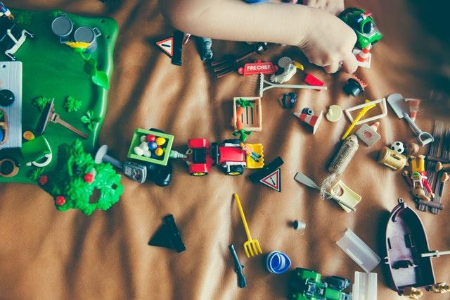 90-jocuri-activitati-pentru-copii-un-an-toddler