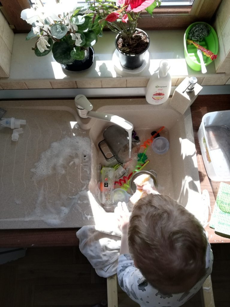 activitate-spalat-vase-cu-spuma