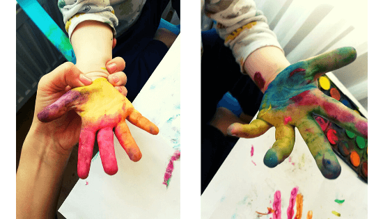 pictura-la-doi-ani-cu-degetele