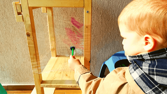 pictura-la-doi-ani-folie-de-plastic