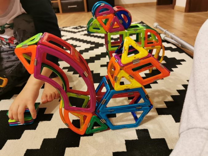 cadouri-pentru-copii-2-3-ani-jocuri-magnetice-magspace