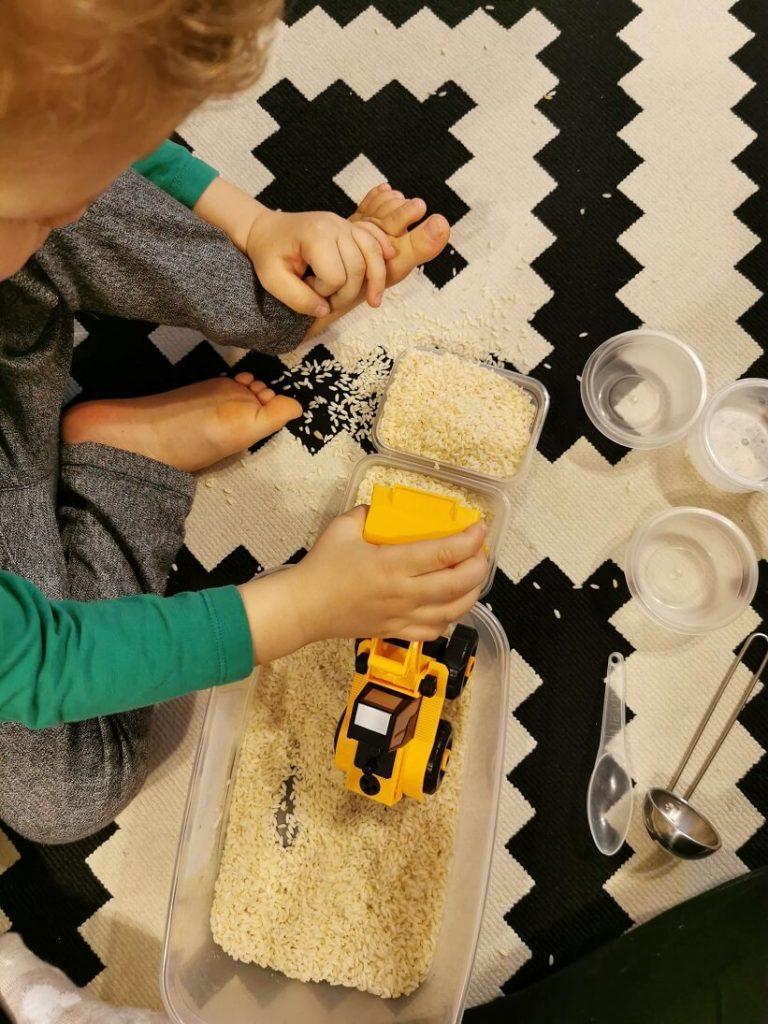 idei-activitati-jocuri-cu-orez-budozer
