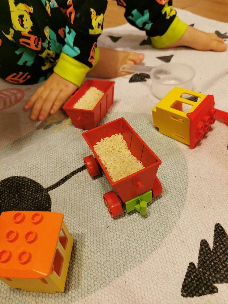 jocuri-cu-orez-idei-activitati-3-ani-lego-duplo