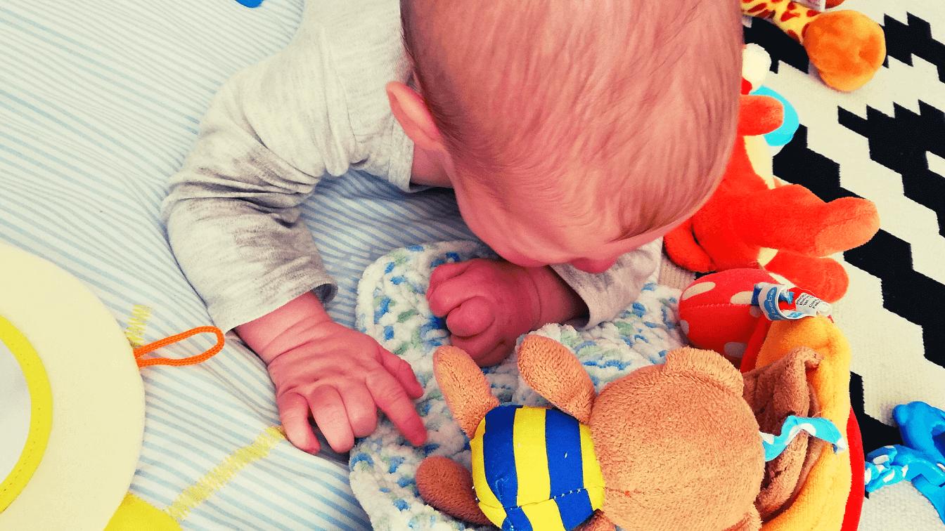 activitati-bebelusi-5-6-luni-featured