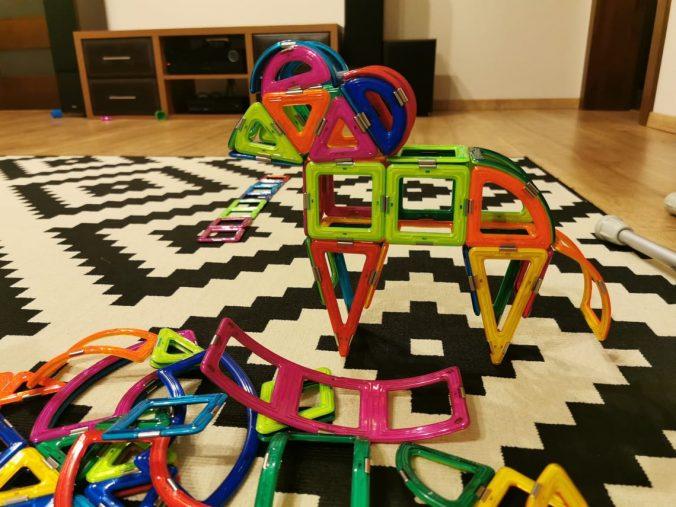 cadouri-copii-2-3-ani-jocuri-magnetice-magspace-ever-changing-zoo